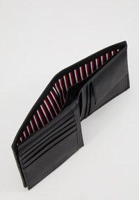 Tommy Hilfiger - CORE FLAP COIN - Wallet - black - 6