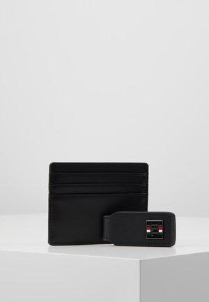 PLAQUE HOLDER MONEY SET - Peněženka - black