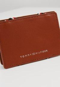 Tommy Hilfiger - FLIP HOLDER - Wallet - brown - 2