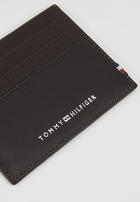 Tommy Hilfiger - TEXTURED HOLDER - Business card holder - brown - 2