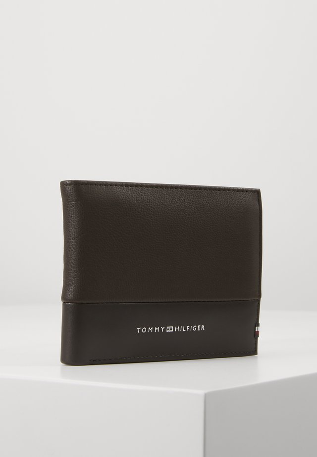TEXTURED FLAP AND COIN - Monedero - brown