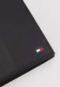 Tommy Hilfiger - FLAP AND COIN - Portemonnee - black - 2