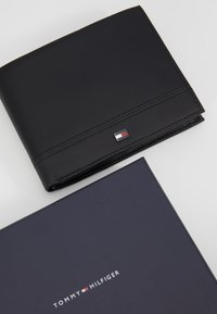 Tommy Hilfiger - ESSENTIAL FLAP AND COIN - Wallet - black - 2