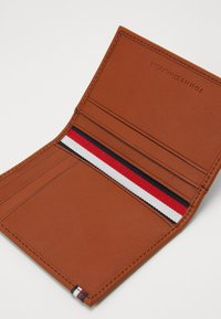Tommy Hilfiger - CASUAL BIFOLD - Wallet - brown - 2
