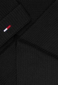 Tommy Jeans - BASIC SCARF BEANIE SET - Bufanda - black - 4
