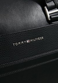 Tommy Hilfiger - Taška na víkend - black - 3