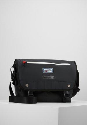 INNER TOWN MESSENGER - Across body bag - black