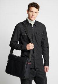 Tommy Hilfiger - ESSENTIAL MESSENGER - Across body bag - black - 1