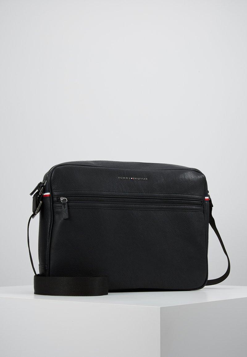 Tommy Hilfiger - ESSENTIAL MESSENGER - Across body bag - black