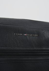 Tommy Hilfiger - ESSENTIAL MESSENGER - Sac bandoulière - black - 6