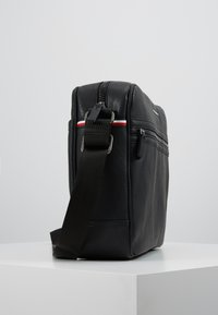 Tommy Hilfiger - ESSENTIAL MESSENGER - Across body bag - black - 3