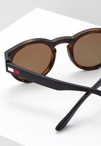 Tommy Hilfiger - Sluneční brýle - gold-coloured - 2