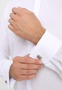 Tommy Hilfiger - DRESSED UP - Manžetové knoflíčky - silver-coloured - 1