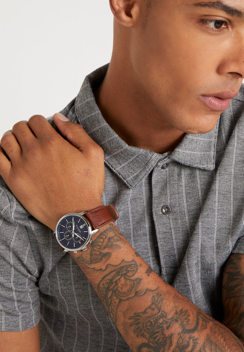 Tommy Hilfiger - CASUAL - Chronograph watch - cognac/silver