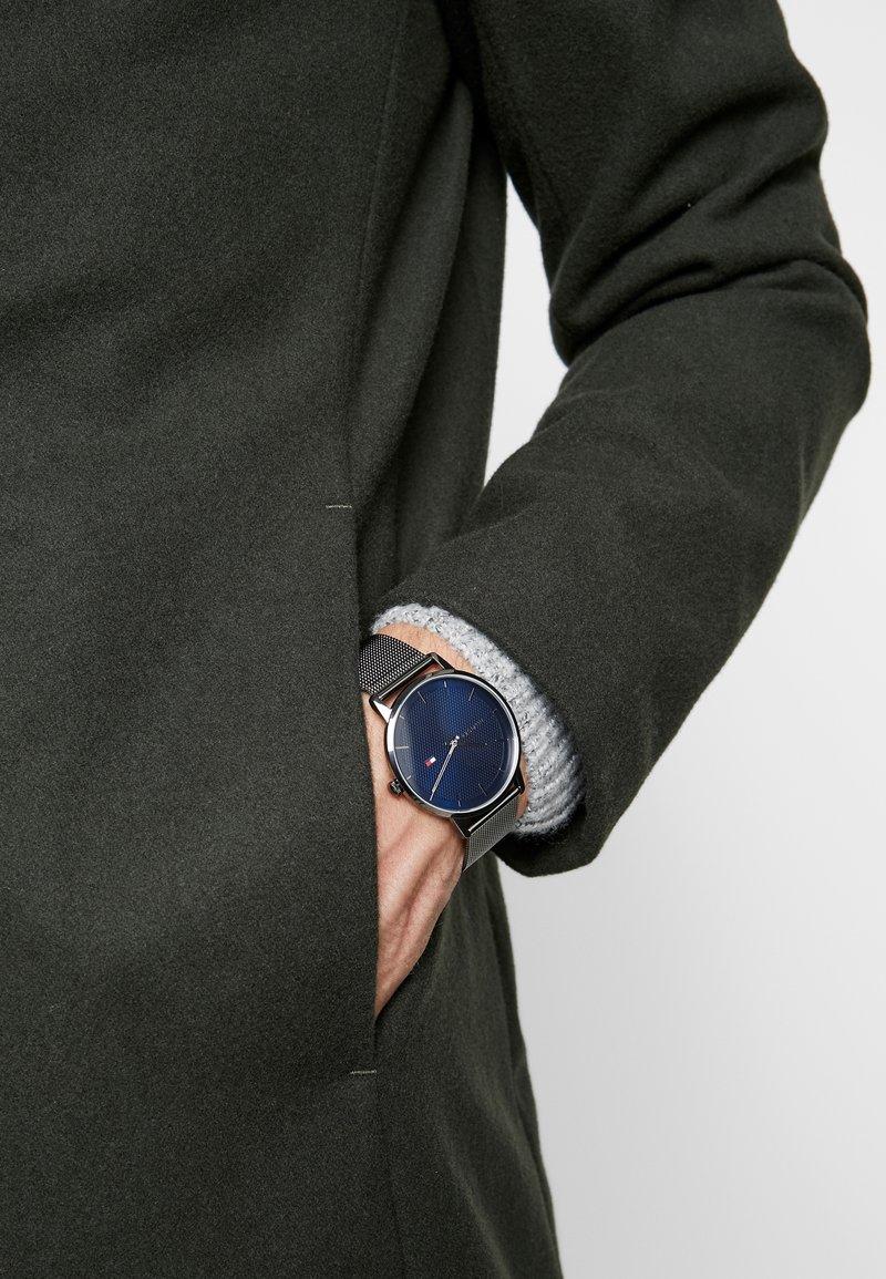 Tommy Hilfiger - WATCH - Watch - gunmetal/blue