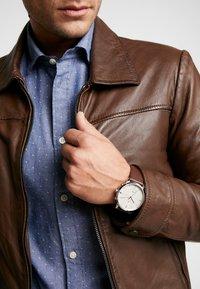 Tommy Hilfiger - WATCH - Uhr - silver-coloured/brown - 0