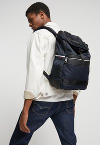 Tommy Hilfiger - MIX FLAP BACKPACK - Ryggsekk - blue - 1
