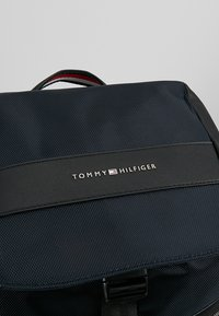 Tommy Hilfiger - MIX FLAP BACKPACK - Ryggsekk - blue - 6