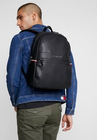 Tommy Hilfiger - ESSENTIAL BACKPACK - Zaino - black - 1