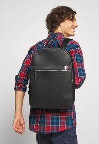 Tommy Hilfiger - DOWNTOWN BACKPACK - Reppu - black - 1
