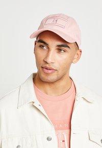 Tommy Hilfiger - LEWIS HAMILTON CAP 2 - Pet - pink - 2