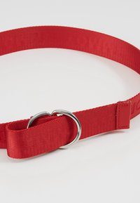 Tommy Hilfiger - KIDS BELT - Cinturón - red