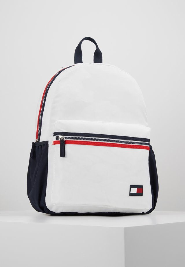 KIDS CORE BACKPACK - Tagesrucksack - white