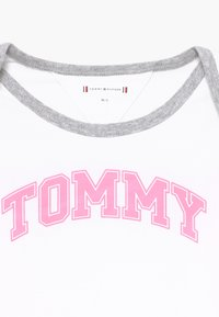 Tommy Hilfiger - BABY STRIPED GIFTPACK SET - Trousers - pink - 6
