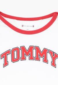 Tommy Hilfiger - BABY STRIPED GIFTPACK SET - Pantalones - blue - 6