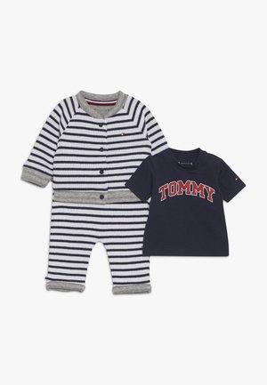 GIFT GIVING BOYS BONDED GIFTPACK SET - Geboortegeschenk - blue