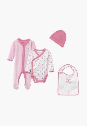 BABY PREPPY GIFTBOX SET - Beanie - pink