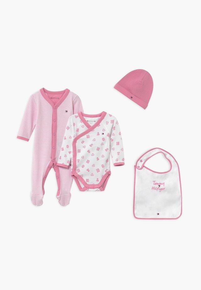 BABY PREPPY GIFTBOX SET - Mütze - pink