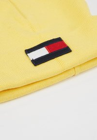Tommy Hilfiger - BIG FLAG BEANIE - Huer - yellow - 2