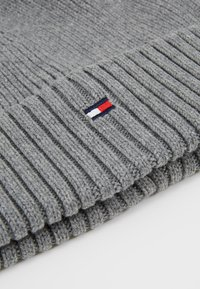Tommy Hilfiger - FLAG BEANIE - Berretto - grey - 3