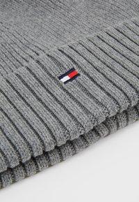 Tommy Hilfiger - FLAG BEANIE - Muts - grey - 3