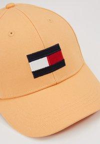 Tommy Hilfiger - BIG FLAG CAP - Kšiltovka - orange - 4