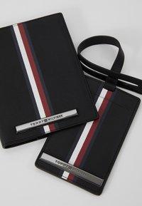 Tommy Hilfiger - CORP PLAQUE PASSPORT COVER TAG SET - Wallet - black - 2