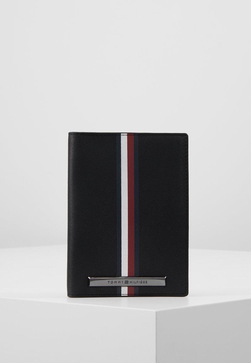 Tommy Hilfiger - CORP PLAQUE PASSPORT COVER TAG SET - Wallet - black