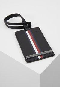 Tommy Hilfiger - CORP PLAQUE PASSPORT COVER TAG SET - Wallet - black - 7