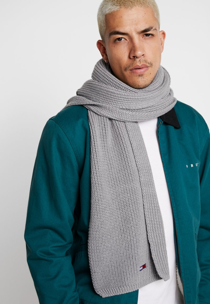 Tommy Jeans - BASIC FLAG SCARF - Szal - grey