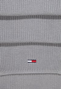 Tommy Jeans - BASIC FLAG SCARF - Sjaal - grey - 3