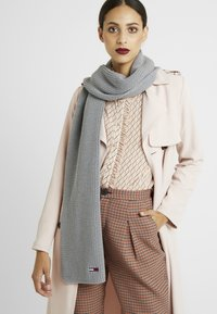 Tommy Jeans - BASIC FLAG SCARF - Sjaal - grey - 1