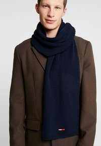 Tommy Jeans - BASIC FLAG SCARF - Schal - blue - 0