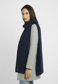 Tommy Jeans - BASIC FLAG SCARF - Schal - blue - 1