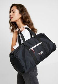 Tommy Jeans - COOL CITY DUFFLE - Torba weekendowa - black - 5