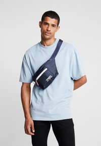 Tommy Jeans - COOL CITY BUMBAG - Bältesväska - blue - 1