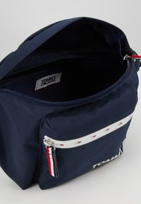 Tommy Jeans - COOL CITY BUMBAG - Bältesväska - blue - 4