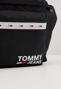 Tommy Jeans - COOL CITY BUMBAG - Saszetka nerka - black - 7