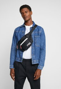 Tommy Jeans - COOL CITY BUMBAG - Saszetka nerka - black - 1