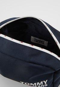 Tommy Jeans - COOL CITY WASHBAG - Kosmetiktasker - blue - 5